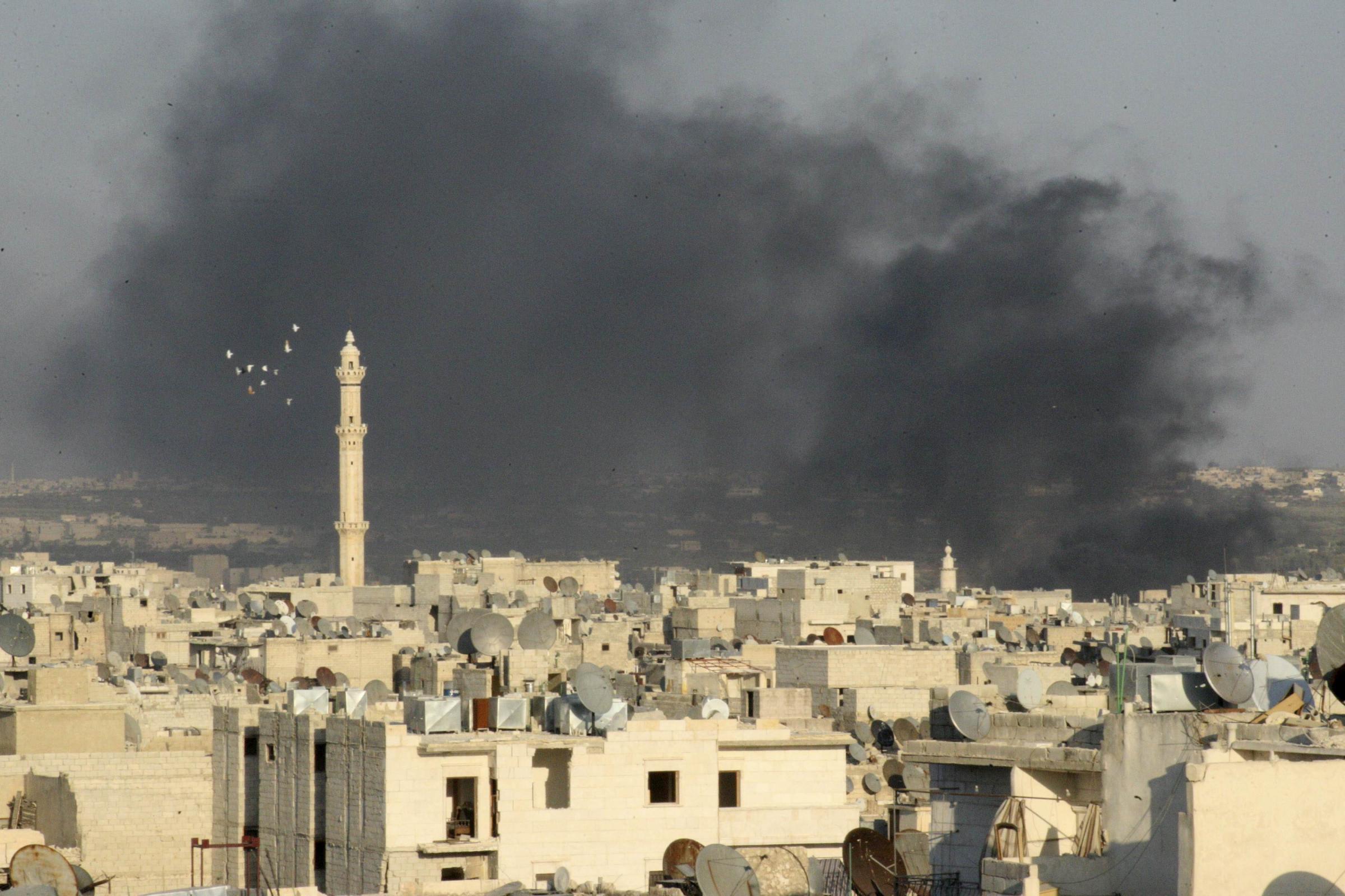 阿勒颇/叙利亚内战继续。9月4日,阿勒颇城内冒出黑烟。