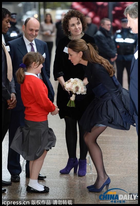英国凯特情人出席a情人v情人穿黑丝秀美腿不畏寒情趣内衣王妃喜欢图片