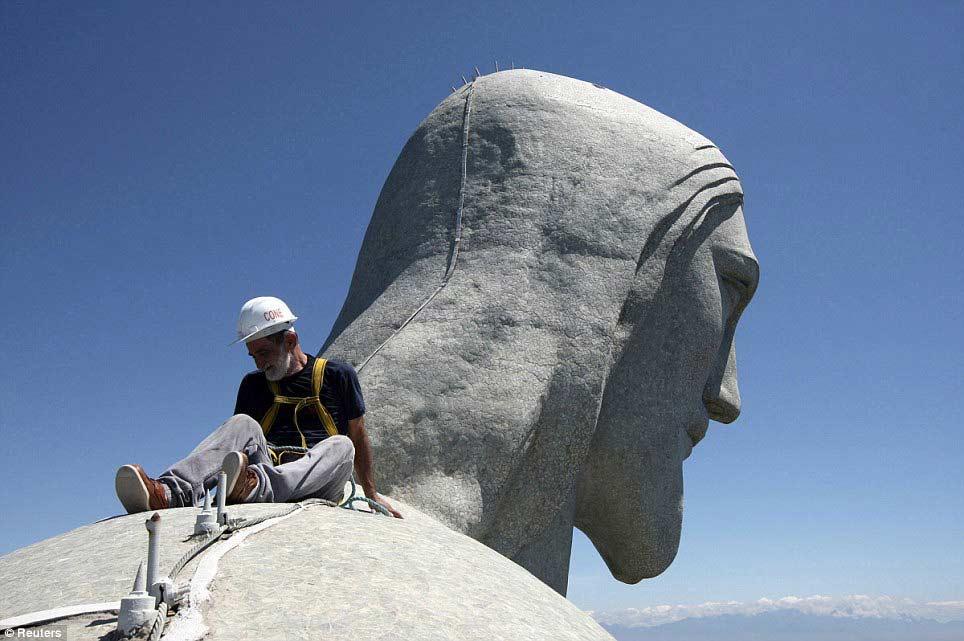 巴西修复遭雷击耶稣像耗时4个月[2]