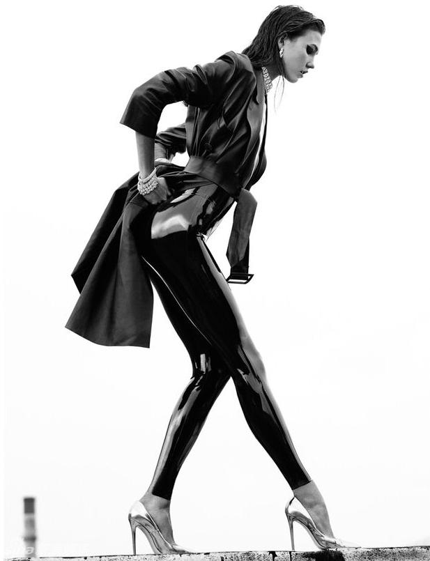 超模克劳斯大片真空美女图片草根丝袜性感丝链性感上阵1秀翘臀长腿图片