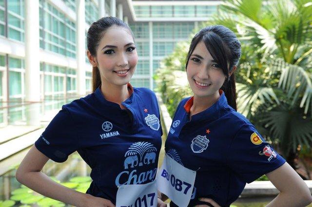 貌美高挑抢眼!看泰国足球俱乐部足球宝贝选美