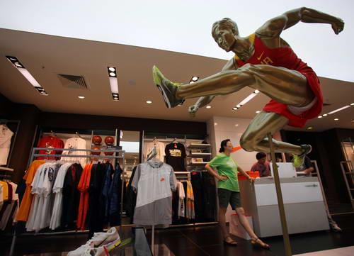 estafa cura dueña  Nike, Adidas readjust marketing strategy