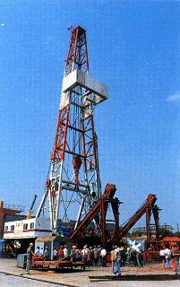 中国研制成功超深井石油钻机