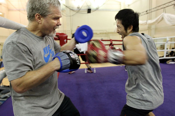 zou shiming works out with hall of fame trainer freddie ...