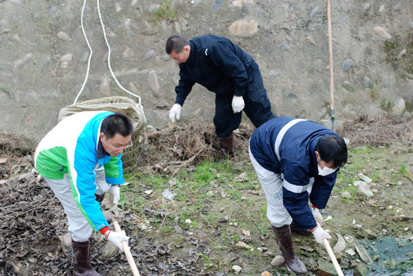 Volunteers from bayer china help level land in jiangyou sichuan