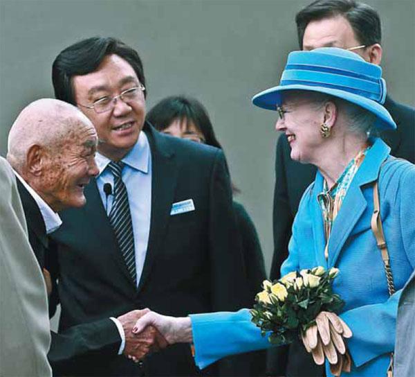 Florida Shooting Hero Student Shot Saving 20 Classmates: Queen Margrethe Ii Of Denmark Meets Su Guobao A Survivor
