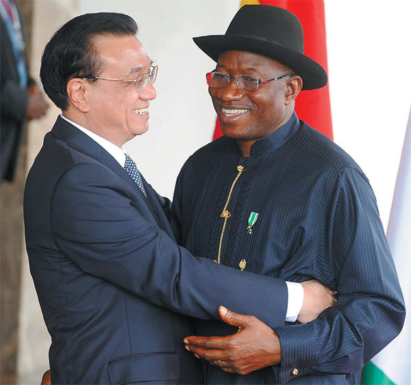 premier li keqiang greets nigerian president goodluck ...