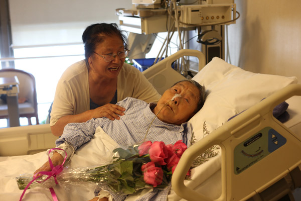 Huang jingwen 108 and her daughter luo xiaoqing in the hospital huang