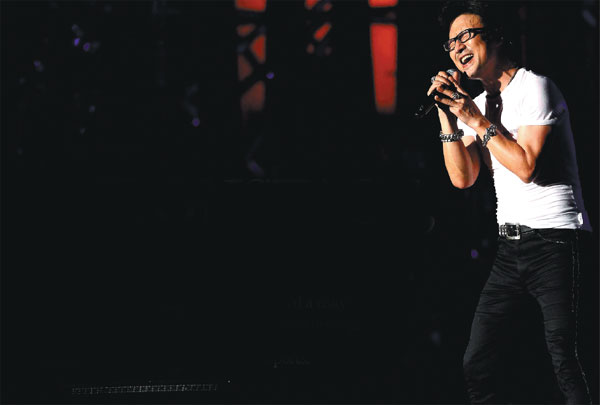 Chinese Rocker Wang Feng Breaks New Ground To Broadcast