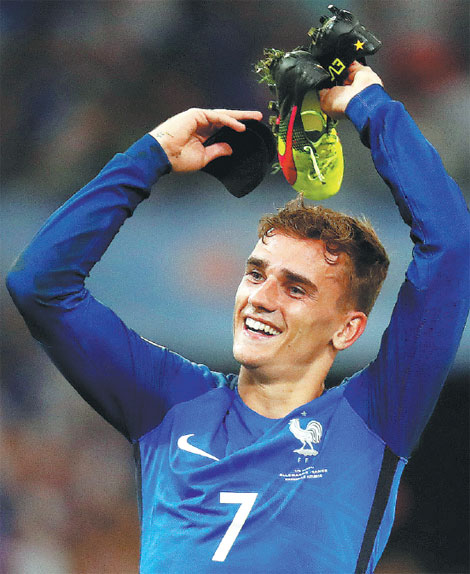 Warriors Path State Park Swimming: France S Antoine Griezmann Celebrates Beating Germany 2 0