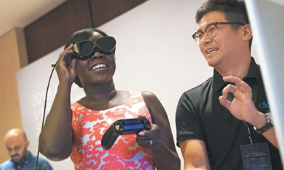a woman tries on dlodlo v1 vr glasses during a press