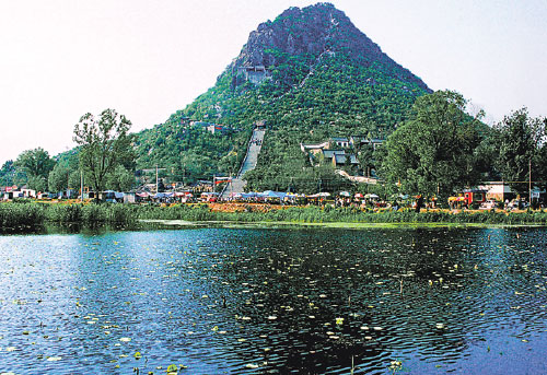 Huabuzhu Hill Is Located In The Northeastern Suburb Of