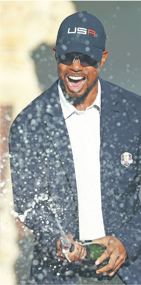 Team Usa Vice Captain Tiger Woods Celebrates Winning The