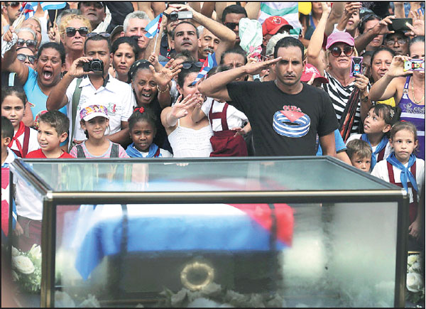 people react as the caravan carrying the ashes of cuba s