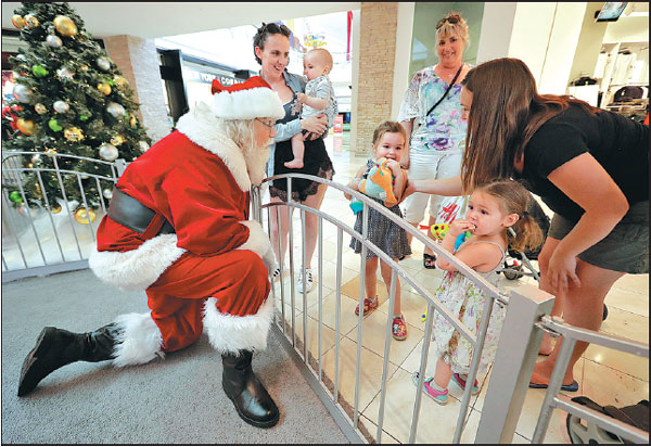 Father Christmas Roger Edmonds Talks With Kids At The