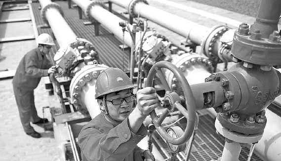 Employees Of China National Petroleum Corp Check Pipelines