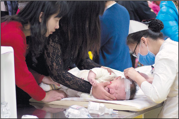 A Child Receives Treatment At Beijing Children S Hospital
