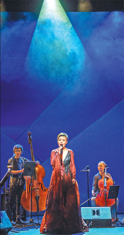 Gong Linna Performs In A Concert Titled Cloud River