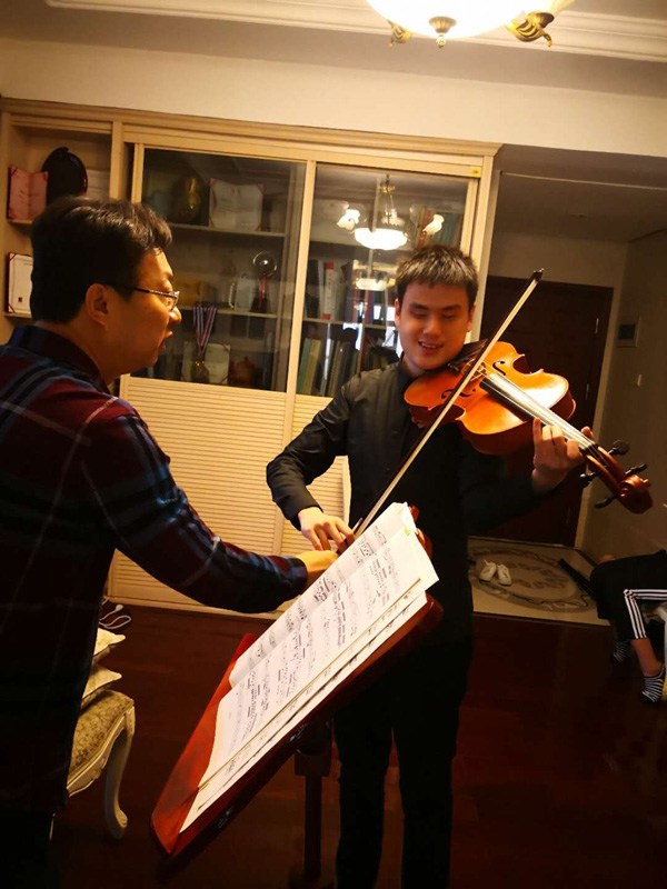 wang zi an practices viola with his teacher hou donglei in ...