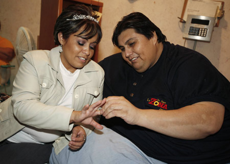 World's heaviest man marries in Mexico