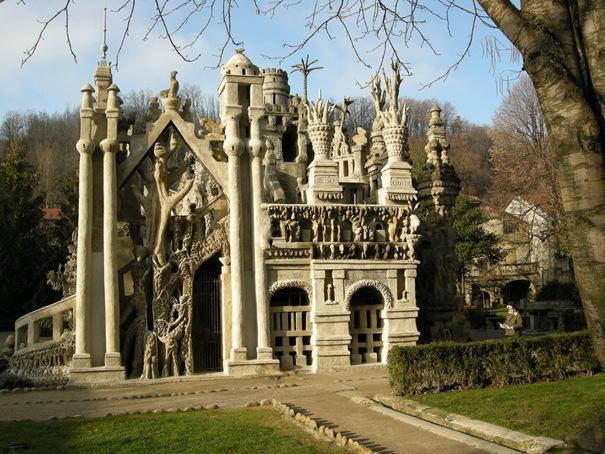 50 Strange Buildings of the World