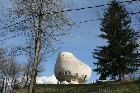 50 Strange Buildings of the World