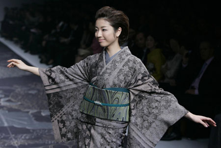 Japanese kimono designer jotaro saito at japan fashion week Japanese clothing designers