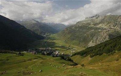 Swiss canton bans nude hiking