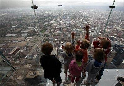 Sears Tower unveils 103rd floor glass balconies