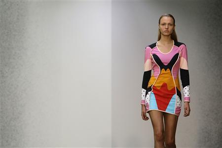 London fashion offers color to combat economic woe