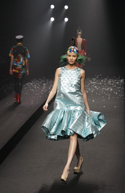 Japanese Fashion Websites on By Japanese Designer Toshikazu Iwaya At A Fashion Show During Japan