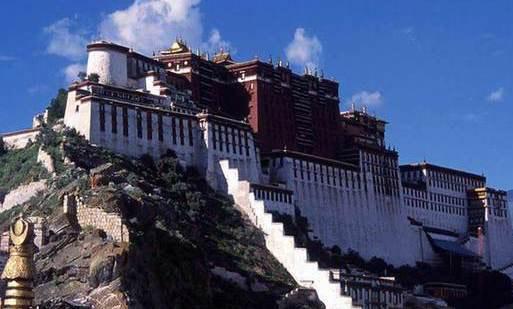 Booming tourism puts heritage sites under threat