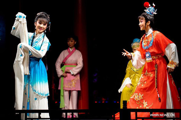 yue opera In her first us appearance, shanghai yue opera star hui huang will perform leading male roles from five yue operas at mount holyoke on monday, october 19.