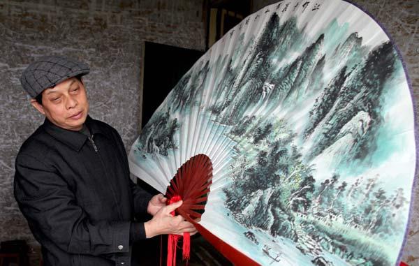 Artist of the handmade fan