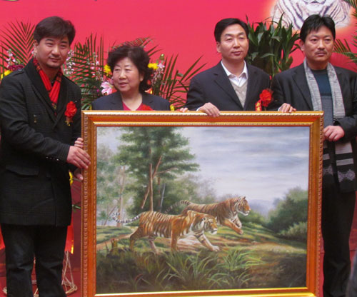 Lifelike tiger paintings on display