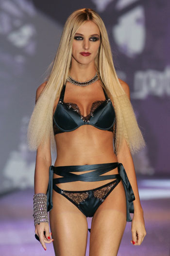 fashion_show_lingerie_paris_2009.jpg