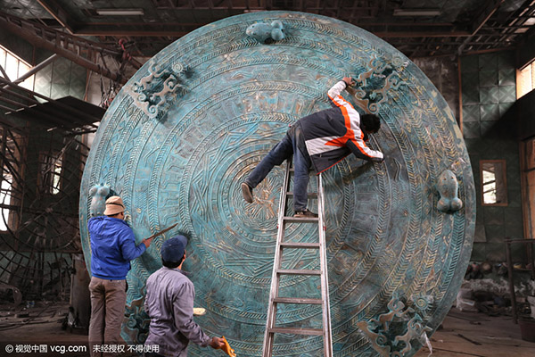 Fangchenggang China  city photos : Workers clean the surface of what is said to be the world's largest ...