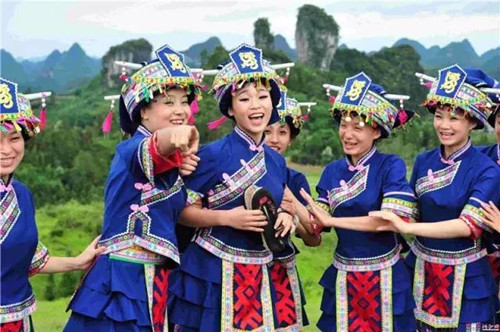 hechi guys Hechi (chinese: 河 池) is a prefecture-level city in the northwest of the guangxi zhuang autonomous region, people's republic of china, bordering guizhou to the north in june 2002 it was upgraded from prefecture status.