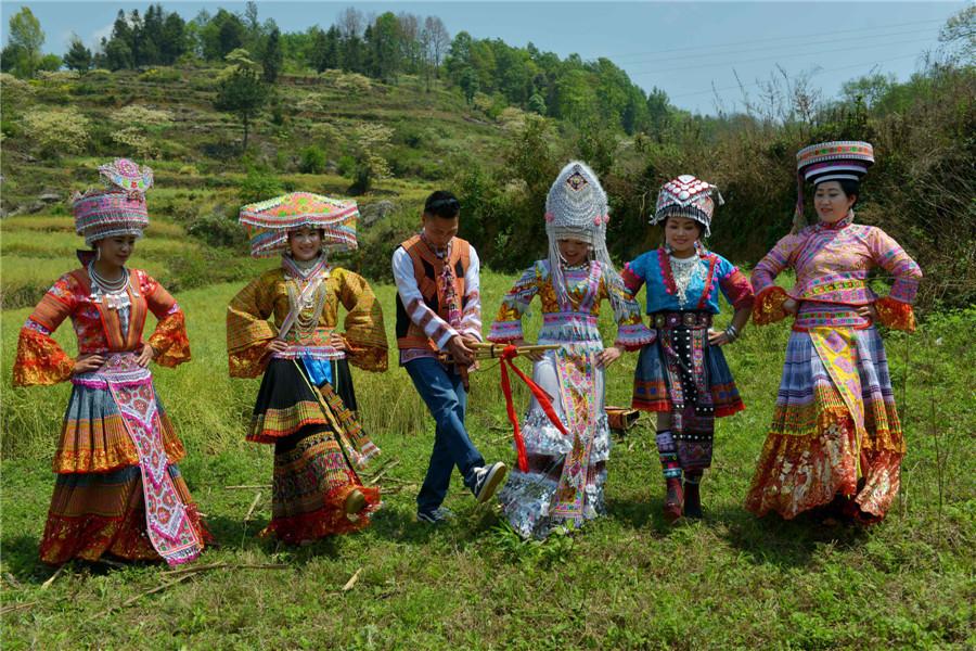 Ethnic Miao people celebrate Festival of King Bamboo in ... Miao People Art