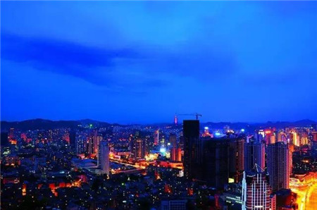 Sleepless Guiyang in pictures