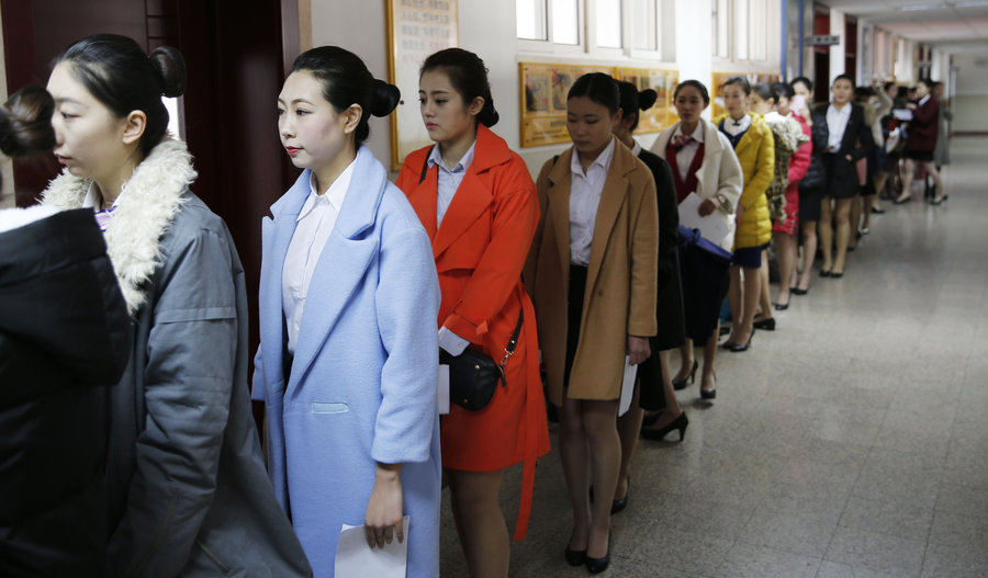 Over a thousand compete to be air hostesses图片