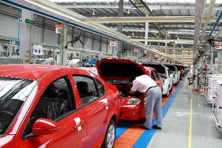 泰安高新区的青年汽车生产线-2-泰安高新区科技创新推动园区经济快速高清图片