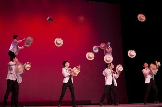 the shandong art troupe also gave performances at the opening ceremony of the book fair on feb 1