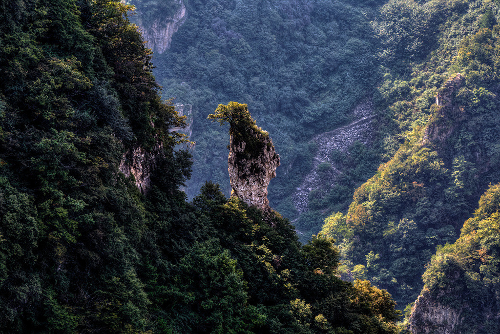 Yangquan China  City pictures : Cloud seas, sunrises, peaks, and pines are typical features of Taihang ...