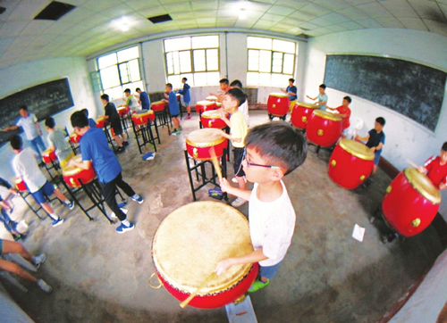 HK children play Jiangzhou drum music in Shanxi