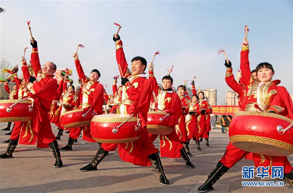 Traditional folk shows mark approaching Lantern Festival