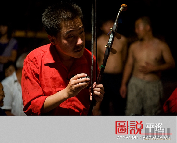 Pingyao's story-telling accompanied by stringed instruments