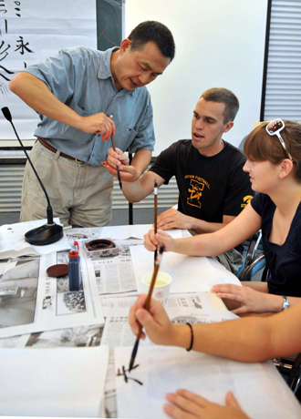 Us Olympic Volunteers Learn Chinese Calligraphy