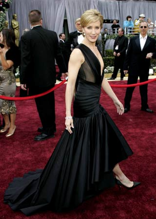 Oscar Nominated Felicity Huffman Walks The Red Carpet At 78th Annual Academy Awards Kodak Theatre In Hollywood California March 5 2006
