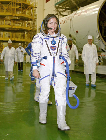 an astronaut in her space suit weighs 300 - photo #19